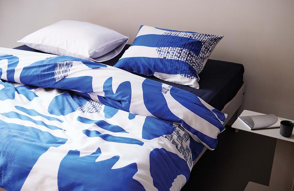 Bettwäsche Echo blue auf Bett Auronde