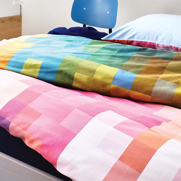 Rubik multi dekbedovertrek op Auronde bed