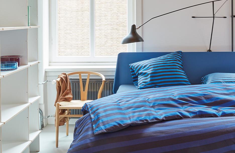 Yves dekbedovertrek op blauwe essential bed